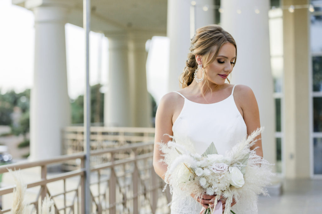 Bride with bouquet of white ecoo-friendly flowers